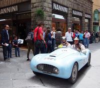 毎年春ミッレミリアも通るシエナのメインストリート。そこにあるカフェ「NANNINI」本店。地元の人には、往年の愛称である「コンカドーロ(黄金郷)」と呼ばれている。