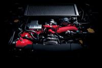 最高出力328ps、最大トルク44.0kgmを発生する2リッター水平対向4気筒ターボエンジン。
