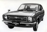 フルチェンジと同時に新たに誕生した、スプリンターとボディを共有する「カローラ・クーペ」。こちらもグレードは「1200SL」で、中身はスプリンター版とまったく同じだが、カローラ・セダンに準じたおとなしい顔つきとなっている。