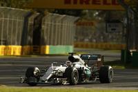 通算50回目のポールポジションからスタートしたハミルトン。スタートで大失敗し一気に6位まで順位を落としたが、ミディアムタイヤでのロングランに賭け、結果2位で開幕戦を終えた。(Photo=Mercedes)