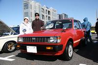 コンクールでも受賞していたが、個人的にも「ベスト・オブ・ショー」を差し上げたいのが、この初代トヨタ・コルサ(1981)。トヨタ初のFF車だが、珍重されない大衆車だけに現存台数はごく少なく、筆者自身イベントなどで見かけたのはこれが初めて。しかも程度極上のワンオーナー車。大氣(おおき)澄子さんが、息子さんの良介さんとともにエントリー。