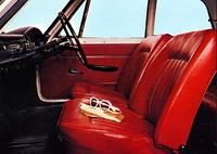 1966年4月以降のモデルに標準となったフロント・セパレートシート。同年6月からはリクライニングシート仕様も選べた。