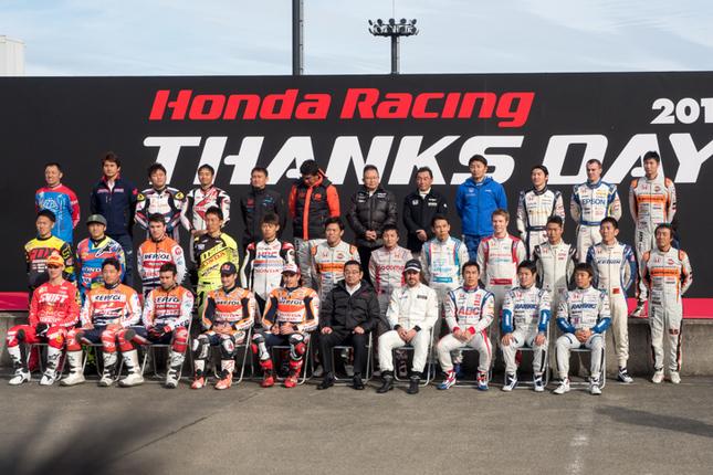 今シーズン、ホンダレーシングから参戦したドライバー、ライダーが勢ぞろいしたオープニングセレモニー。