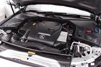 「C180 カブリオレ スポーツ」用の1.6リッター直4ターボエンジン。最高出力156ps、最大トルク25.5kgmを発生する。