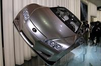ブースの壁に立てかけてあるような展示の「LF-A」。新開発V10を積んだスポーツモデルのコンセプトカーだ。