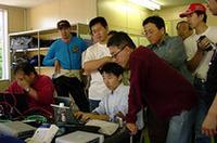 このプロジェクトには、通信関連の企業、大学、団体が参画。ルート(株)、東京工業大学、(財)九州システム情報技術研究所、(財)京都高度技術研究所、独立行政法人通信総合研究所(株)スプライト(有)リンクスから、スペシャリストが集まった