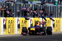 ウェバー(写真)は、セーフティカーラン中にピットに入らない戦略をとり、爆発的な速さでその作戦を成功させた。今季4勝目は誰よりも多い勝利数だ。(写真=Red Bull Racing)