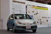 トヨタのブースに展示された、初代「プリウス」(1997年)。