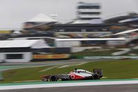 今季最も苦戦した強豪チームであるマクラーレンは、ジェンソン・バトン(写真)が14番グリッドから今年最高位となる4位、セルジオ・ペレスも19番グリッドから6位でゴール、最終戦でダブル入賞し、上り調子で1年を締めくくった。しかしチームは一度も表彰台に上がれず、コンストラクターズチャンピオンシップでも4位ロータスに倍以上差をつけられ122点で5位。バトンはランキング9位、ペレス11位だった。(Photo=McLaren)