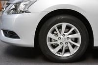 試乗したのは3種類あるグレードのうち、最上級グレードにあたる「G」。195/60R16サイズのタイヤとアルミホイールを標準装備する。