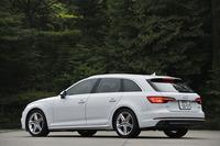 試乗車はより引き締まった足まわりなどを持つ「スポーツ」仕様。車両本体価格は585万円。