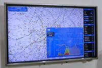 こちらは「ビッグデータ交通情報システム」のベースとなるプローブ情報を、地図上で可視化したもの。クルマごとの車速から、地図内のクルマの数、平均速度なども計算されている。