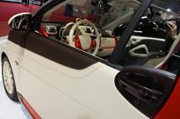 価格はベース車両1万5500ユーロ+改造費2万2600ユーロで、3万8100ユーロ(約435万円/税込み)。