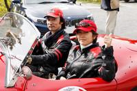 ドライバーの東儀秀樹さんと。ラリー競技は、運転をするドライバーと、コースの指示をしたり、タイムの確認など、走行の手助けをするコ・ドライバーのふたりで1組。コ・ドライバーの指示でレースの結果に大きな差がでるんです。