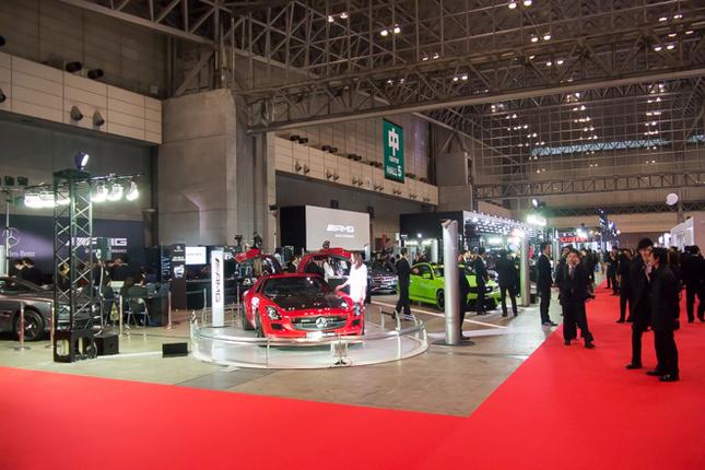 「東京オートサロン2014」メルセデス・ベンツ、スマートのブース。