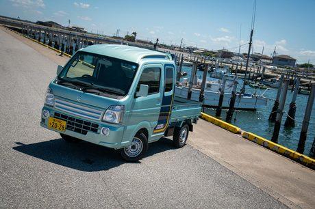 スズキの軽トラック「キャリイ」に、巨大なキャビンを備えたその名も「スーパーキャリイ」が登場。大幅に便...