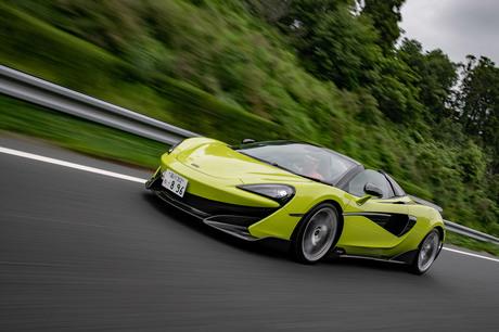 全方位的な改良によって走りを追求したマクラーレンの高性能モデル「600LT」に、電動ハードトップを持つ「...