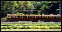 快走するテレビカー。先頭車両のルーフに2基のアンテナが設置されている。1983年。(写真=京阪電気鉄道)