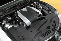搭載されるエンジンは3.5リッターV6。318psと38.7kgmを発生する。