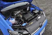 DOHC化された新開発の1.2リッターエンジンは、従来モデルより最高出力/最大トルクが15ps/1.5kgmダウン。一方、JC08モード燃費は22.2km/リッターへと、1.0km/リッター向上している。