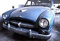 現存する56年型マスター。ボディは重ね塗りされ、パテ埋めされた形跡も随所に見られるが、左前ウインカーレンズ以外は欠品は見当たらず、レストアベースとしてのコンディションは良好。