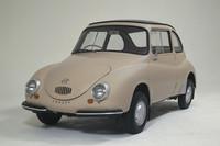 1958年に発売された「スバル360」。軽でも実用車として立派に通用することを証明し、軽というカテゴリーを確立した傑作で、「てんとう虫」の愛称で呼ばれた。当時の日本は自動車後進国だったが、「スバル360」に限っては、コンセプト、性能ともに国際水準を凌駕(りょうが)していたといえる。