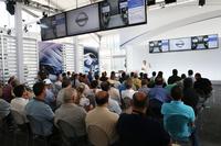 イベントに参加した世界各国のメディアや日産関係者(の一部)。参加者は5日間合計で1500人にものぼるとか。