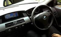 運転席から見るモニターは小さい。