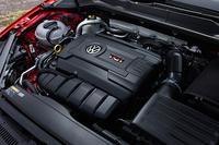 搭載されるエンジンは2リッター直4ターボ。220psと35.7kgmを発生する。