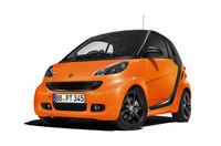 「スマート・フォーツー」にオレンジ色の限定車の画像