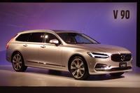 こちらはフラッグシップワゴンの「V90」。写真のモデルは「V90 T6 AWD インスクリプション」。