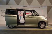 「ワンアクションパワースライドドア」は、左側は全車標準装備、右側については、一部のグレードに標準、もしくはオプションで用意される。