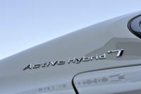 マイルドハイブリッドからフルハイブリッドへ。最長4kmを、最高60km/hでモーター走行できるようになった。