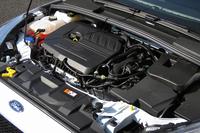 「EcoBoost」と名付けられた、「フォーカス」の1.5リッター直4直噴ターボエンジン。マイナーチェンジ前の2リッター直4自然吸気エンジンに対して、最高出力、最大トルク、燃費で勝る。
