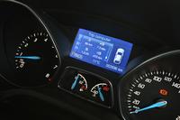 メータークラスター内の液晶画面には、外気温やシフトポジション、燃費情報のほか、エコドライブの達成度、運転アドバイスなども表示される。