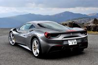 テスト車のボディーカラーは「グリージョ・フェッロ・メット」と呼ばれる、深いグレーのメタリックカラー。