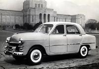 最初に「プリンス」を名乗ったモデルである1952年式「プリンス・セダンAISH-1」。国産初の直4OHV1484ccエンジンの最高出力は45ps/4000rpmで、シャシーはX型のセパレートフレーム、サスペンションは前後ともリーフ・リジッドだった。