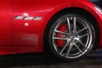ピレリが同車専用に開発した「Pゼロ」についても、今回のマイナーチェンジにともない改良が施されている。写真は「グラントゥーリズモ スポーツ」。