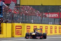 ベッテルにとっては5年前に初優勝を飾った思い出の地でもあるモンツァ。2011年と合わせて自身3回目となるイタリアGPでのポール・トゥ・ウィンで、ポイントリードは53点にまで拡大した。(Photo=Red Bull Racing)