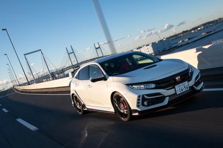 欧州のライバルとFF車世界最速争いを繰り広げる「ホンダ・シビック タイプR」が、マイナーチェンジを受けた...