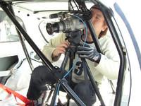 なんと車載カメラで走りを記録し、勉強。実はこのカメラマンさん、あの映画『バトルロワイヤル』を撮った中部さんの友達だとか! うーぃ。