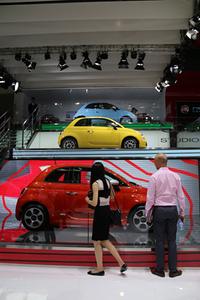 北京モーターショーのフィアットブースで。