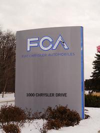 フィアットは2014年1月にクライスラーを完全子会社化。同年10月には、経営統合による新会社「フィアット クライスラー オートモービルズ」が誕生した。