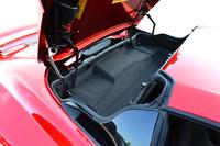 キャビン後方に設けられるルーフの収納スペースは、クローズ時には容量52リッターの荷室として利用できる。