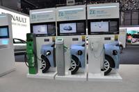 EVの充電は、その方法によって満充電までの時間が変わる。欧州は家庭でも220Vが標準だから、日本より利便性は高いかもしれない。