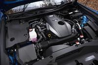 「クラウン アスリート」に新たに設定された2リッター直4直噴ターボエンジン。「レクサスNX」から導入が進められているパワーユニットで、クラウンのものは235psの最高出力と35.7kgmの最大トルクを発生する。