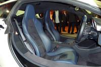 シートはフルレザータイプのほか、アルカンターラとのコンビネーションタイプも用意される。