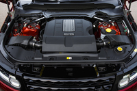 5リッターV8スーパーチャージドユニットは510psと63.7kgmを発生する。0-100km/h加速は5.3秒。