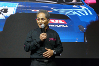 新型「WRX STI」の競技車両について、「市販車がデトロイトで公開される前なので、新型WRX STIのお披露目は今回が世界初。やはり日本のファンの前で初公開したかった」と語るSTIの辰己英治氏。