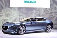 マツダは、新たなデザインコンセプト「魂動」を具現するコンセプトカー、「マツダ靭(SHINARI)」を出展。